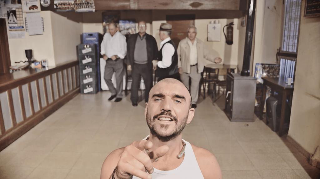 Fotograma videoclip Tonhito de Poi